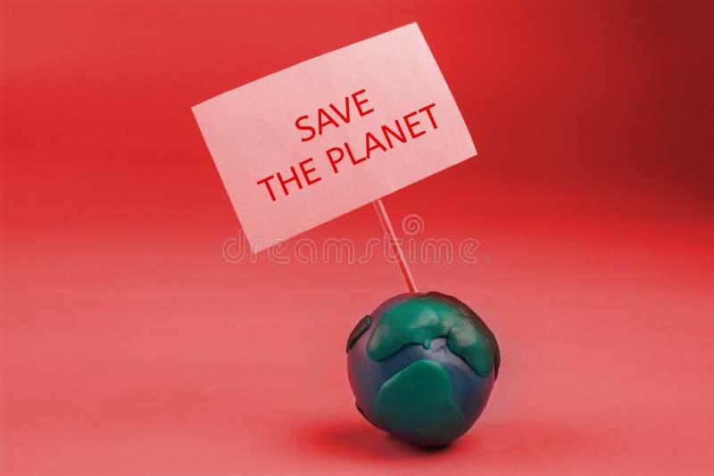 la terre de planète dans le concept de danger la terre tenant une bannière photographie stock libre de droits