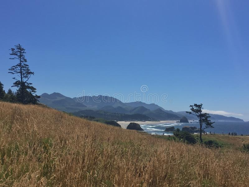 La terre rencontre l'océan photo stock