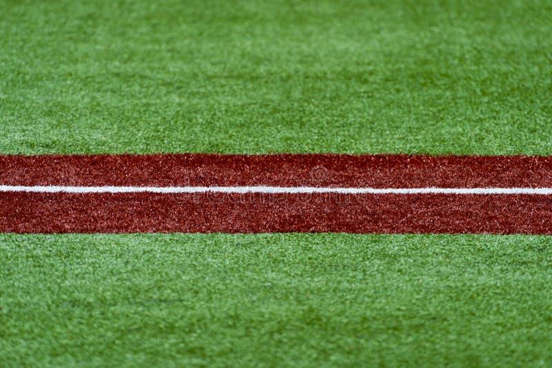 La terza base con un bianco calafata la linea baseball fotografie stock