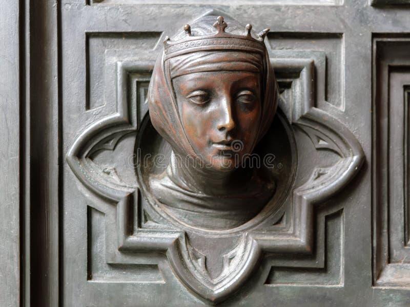 La testa bronzea della donna che indossa decorazione della porta del †della corona «della cattedrale di Santa Maria del Fiore,  fotografie stock