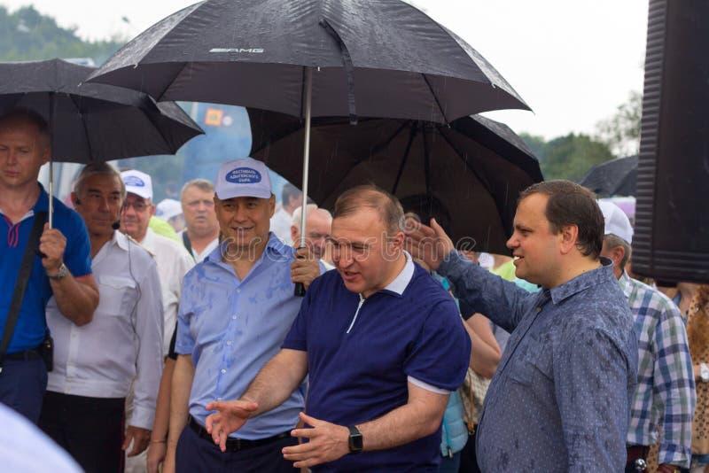 La testa della Repubblica di Adygea Murat Kumpilov nella composizione della delegazione di governo al festival del formaggio di A fotografia stock libera da diritti