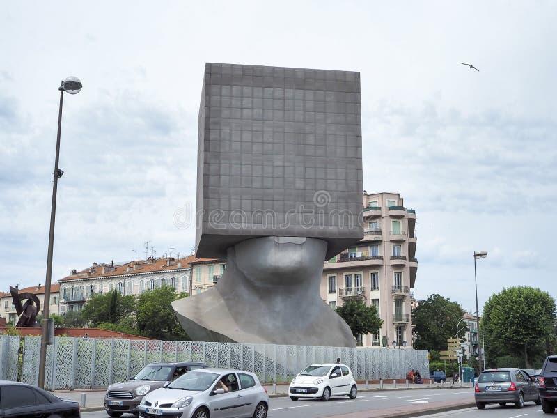 La Tete Carrée, head arkiv för kub arkivfoto