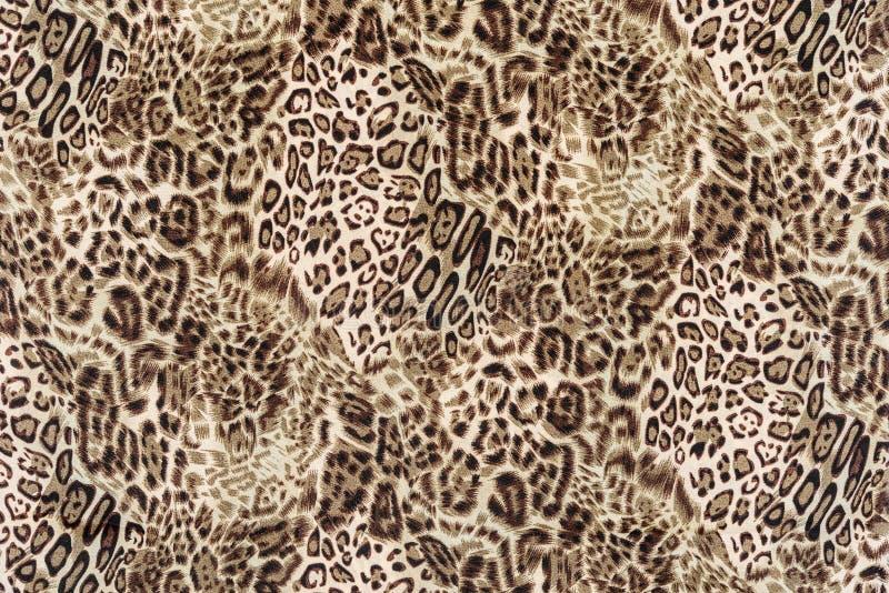 La textura de la tela ascendente de la impresión del cierre rayó el leopardo imagen de archivo libre de regalías