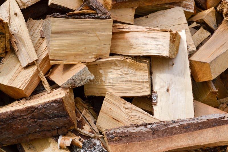 La textura de los registros tajados de madera se pega para quemar el horno Los antecedentes imagen de archivo libre de regalías