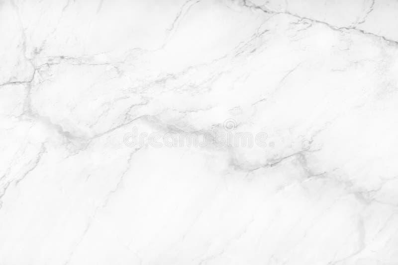 La textura de mármol blanca o gris de la naturaleza con las venas negras y los modelos inconsútiles rizados, interiores teja el l fotografía de archivo