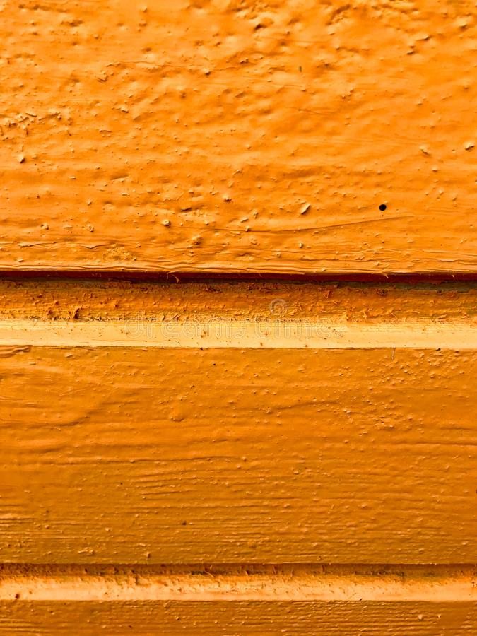La textura de tableros de madera es amarilla con las costuras pintadas horizontalmente con la pintura natural Los antecedentes fotografía de archivo libre de regalías