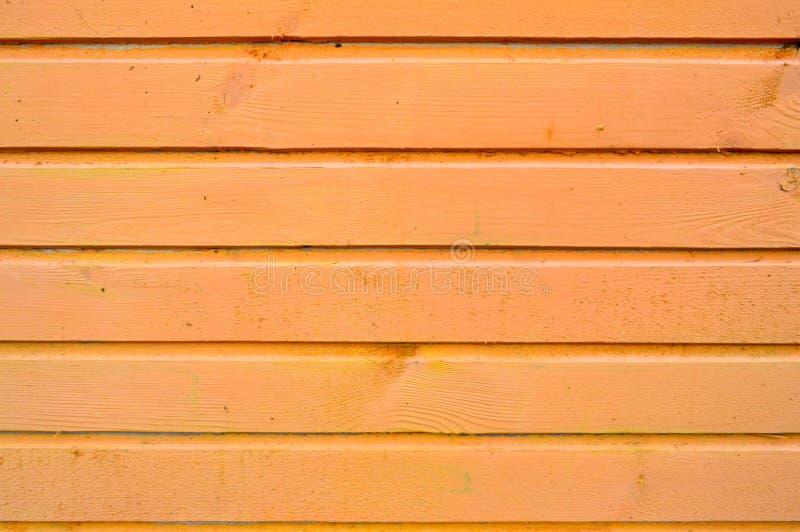 La textura de tableros de madera es amarilla con las costuras pintadas horizontalmente con la pintura natural Los antecedentes foto de archivo libre de regalías