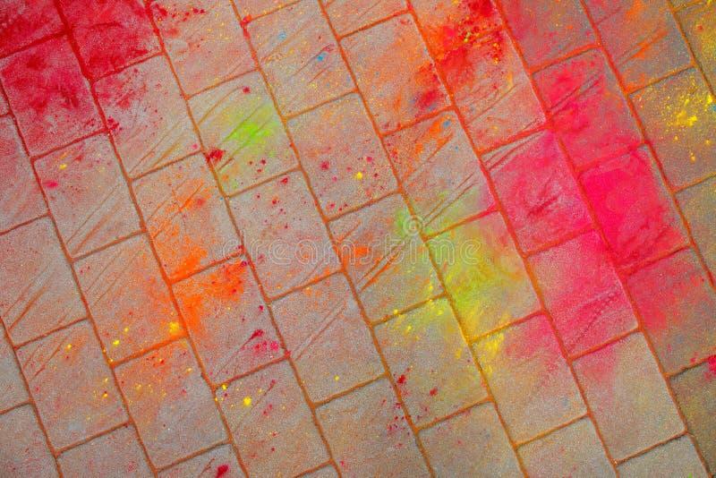 La textura del asfalto Las manchas multicoloras, salpican y remontan de la pintura seca imagen de archivo libre de regalías