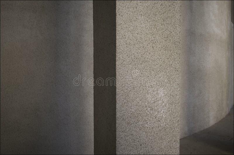 La textura del edificio en las sombras fotografía de archivo libre de regalías