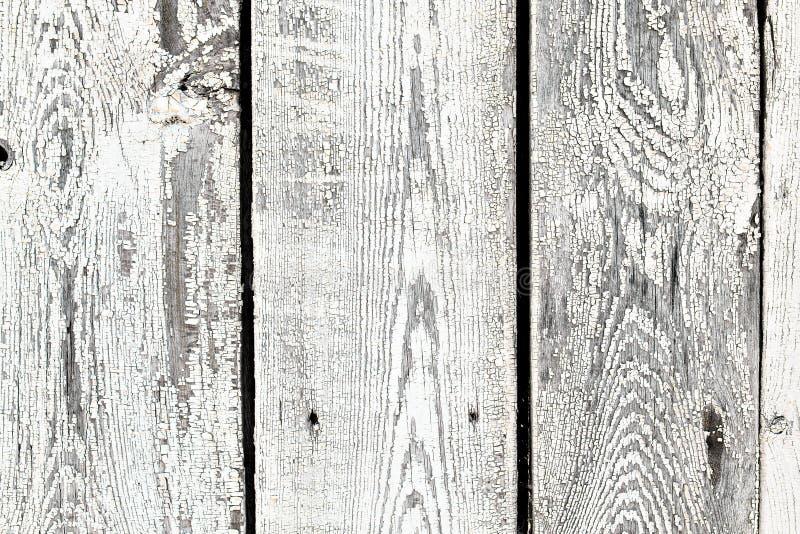 La textura del fondo del viejo blanco pintó la pared de madera de los tableros de la guarnición foto de archivo