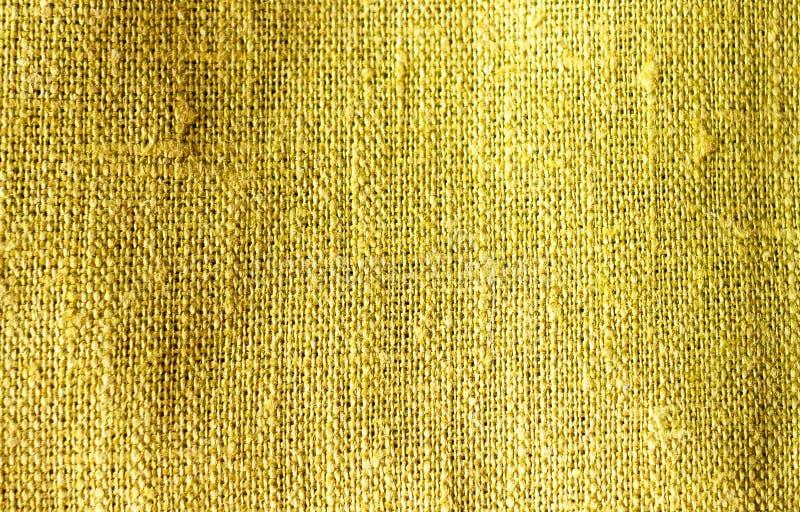 La textura del fondo verde amarillo de lino arrugado de la textura de la tela del color de la cal del kiwi del algodón imagenes de archivo