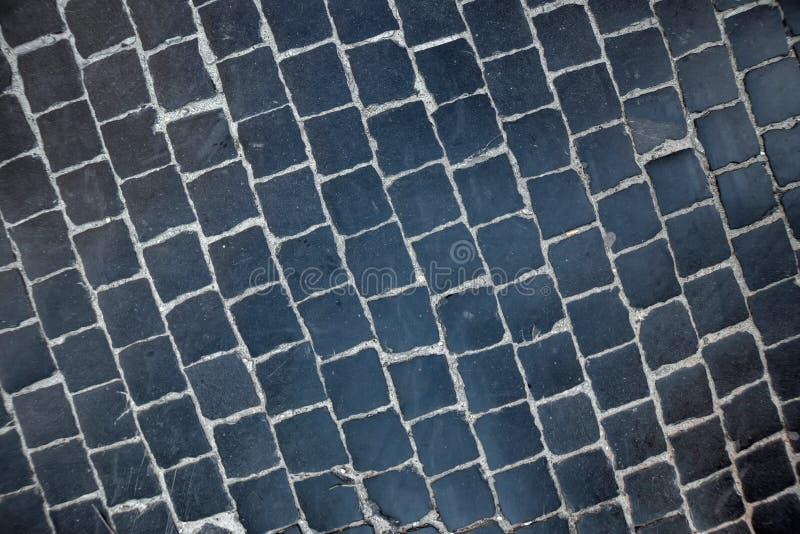 La textura del pavimento, el camino de la piedra oscura pulida natural fotos de archivo libres de regalías