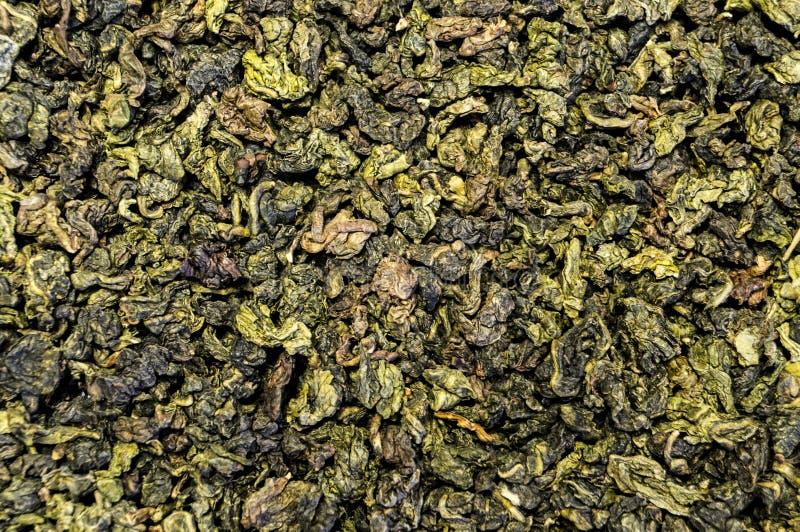 La textura del té dispersó en la superficie de la tabla imagenes de archivo