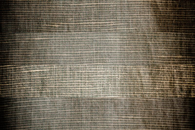 La textura o el fondo de lino gris neutral del primer, diversa línea separó la tela imagen de archivo