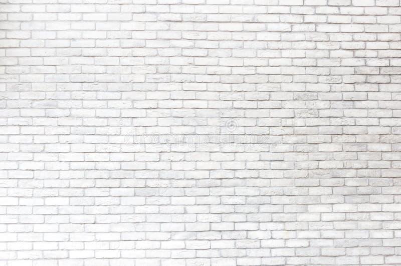 La textura resistida extracto manchó el estuco viejo gris claro y envejeció el fondo blanco de la pared de ladrillo de la pintura imágenes de archivo libres de regalías