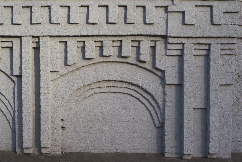 La texture d'un bâtiment antique avec les ombres profondes images stock