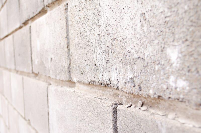 La texture des briques Fond de brique Fond des briques Briques grises Blocs de b?ton Une partie du mur en b?ton gris photos libres de droits