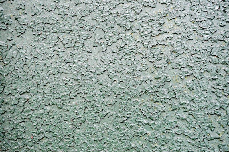 La texture du métal de fer a peint la peinture de épluchage vert clair de battu rayé a fendu le mur rouillé antique de feuillard photos stock
