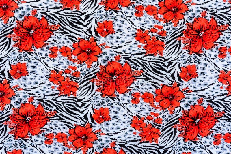 La texture du tissu d'impression a barré le zèbre et la fleur image libre de droits