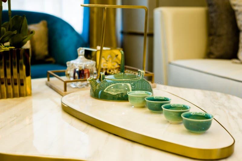 La théière et la tasse de thé images stock