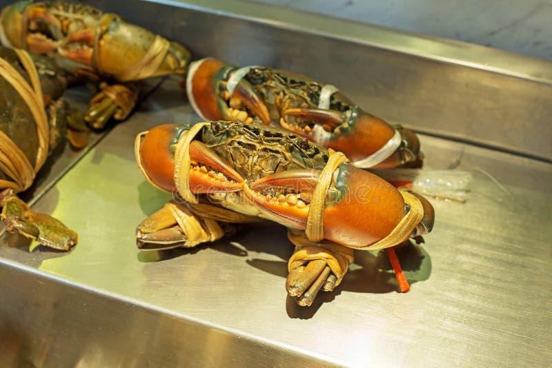 La Thaïlande a crénelé des crabes de boue montrent devant le restaurant image stock