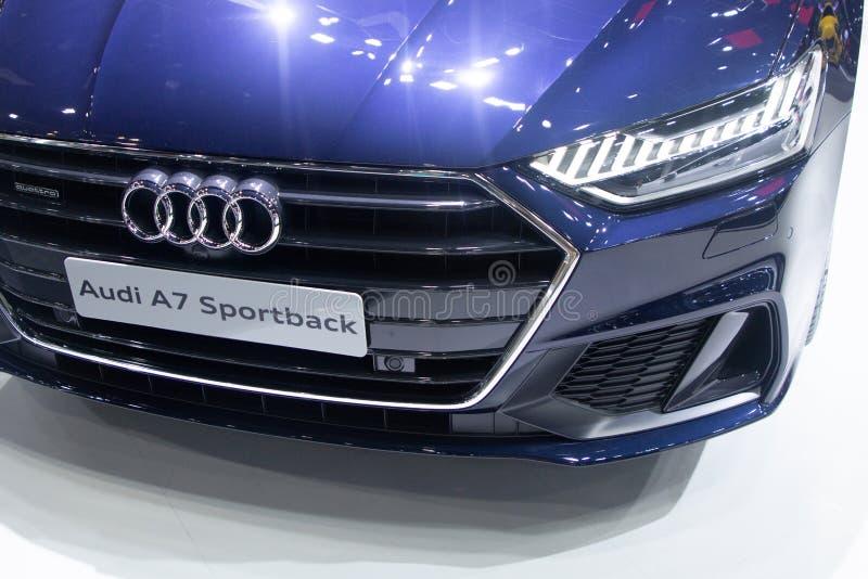 La Thaïlande - décembre 2018 : vue franche étroite et projecteur de la voiture bleue d'Audi A7 Sportback présentée dans l'expo No images libres de droits