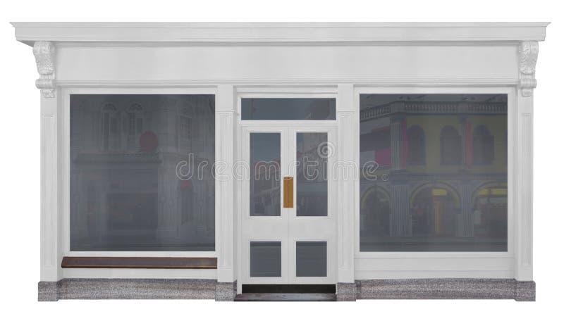La tienda con blanco pintó el frente de la madera aislado en el fondo blanco imagenes de archivo