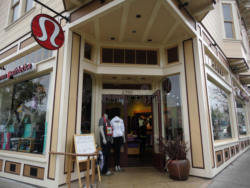 La tienda de Lululemon exterior y firma adentro Berkeley foto de archivo libre de regalías