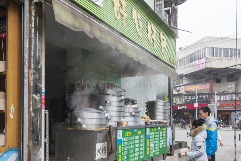 La tienda rellena cocida al vapor del bollo imagen de archivo