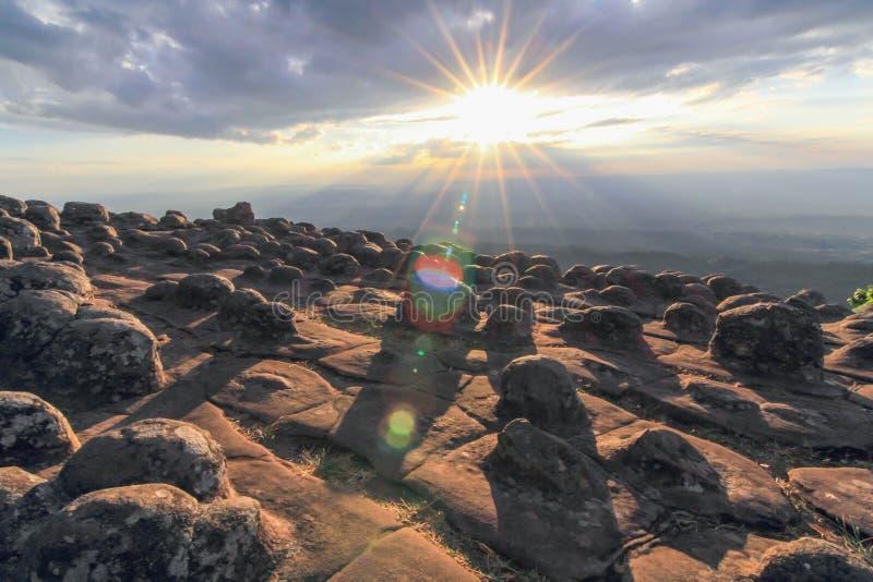 La tierra de la piedra del botón fotos de archivo libres de regalías