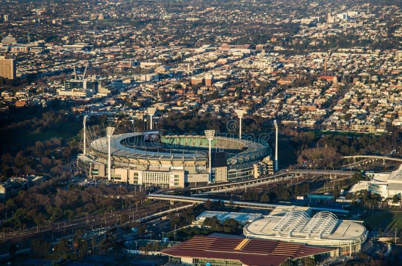 La tierra y Melbourne del grillo de Melbourne parquean el estadio del tenis imagen de archivo libre de regalías