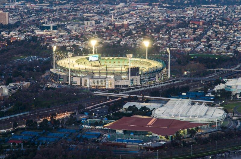 La tierra y Melbourne del grillo de Melbourne parquean el estadio del tenis foto de archivo
