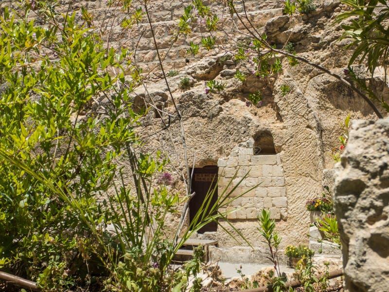 La tomba del giardino, entrata alla tomba incide la roccia  fotografia stock