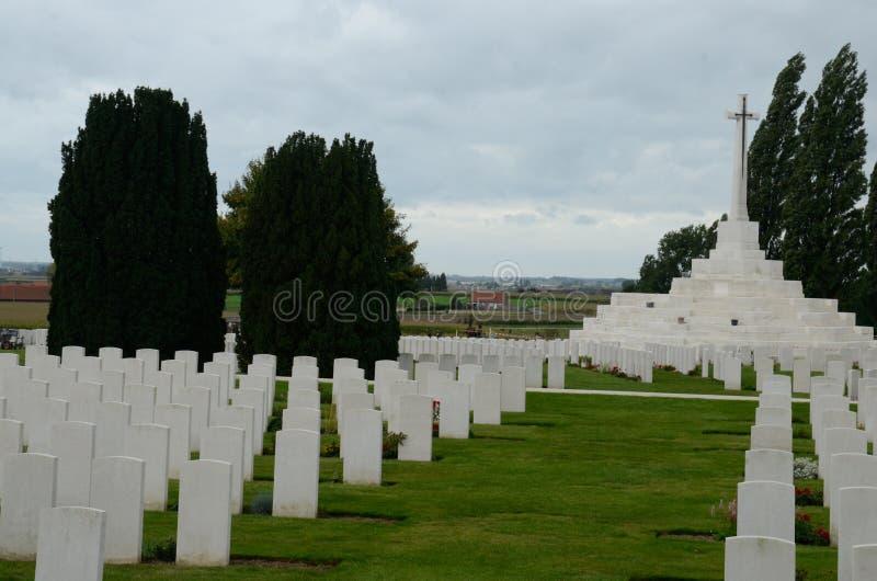 La tomba del soldato sconosciuto a Tyne Cot Cemetery vicino a Ypres, Belgio immagine stock