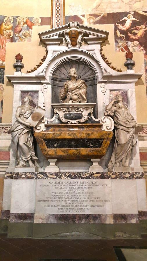 La tomba di Galileo Galilei nella basilica di Santa Croce a Firenze fotografia stock