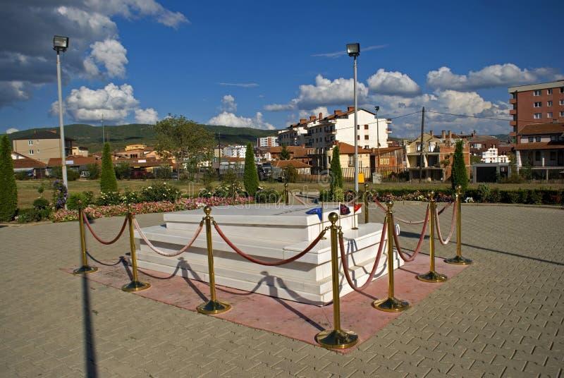 La tombe d'Ibrahim Rugova, Pristina, Kosovo images stock