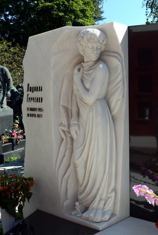 La tombe de l'artiste du ` s de personnes de l'URSS Lyudmila Gurchenko au cimetière de Novodevichy à Moscou photo stock