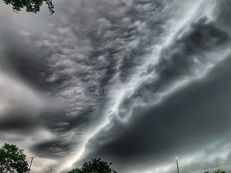 La tormenta del verano como cambios del tiempo y índice de calor se eleva fotos de archivo