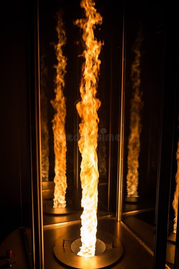 La tornade du feu a fait dans un environnement contrôlé de laboratoire photos stock