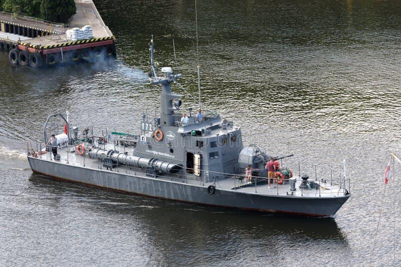 La torpediniera parte da porto fotografie stock libere da diritti