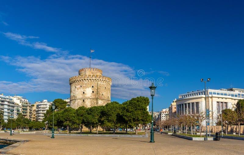 La torre bianca ed il teatro nazionale della Grecia del Nord fotografia stock libera da diritti