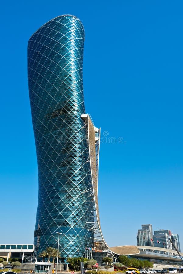 La torre capital de la puerta en Abu Dhabi fotos de archivo
