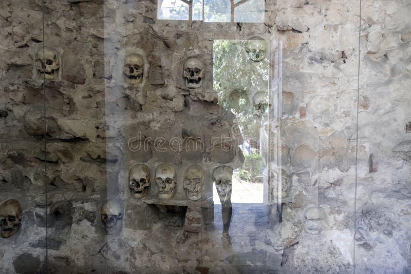 La torre Cele Kula del cranio - costruito dai 3000 crani dei guerrieri serbi morti dopo la rivolta in 1 immagine stock