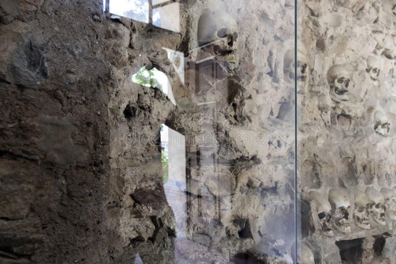 La torre Cele Kula del cranio - costruito dai 3000 crani dei guerrieri serbi morti dopo la rivolta in 1 immagini stock