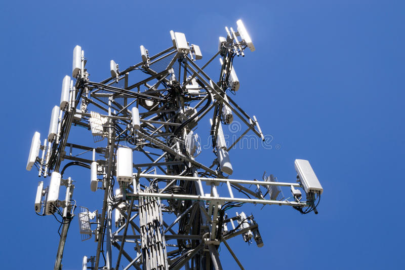 La torre cellulare fotografie stock libere da diritti