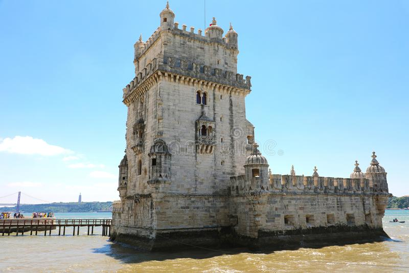 La torre Torre de Belem, Lisbona, Portogallo di Belem È un sito iconico della città, originalmente costruito come torre della dif fotografie stock