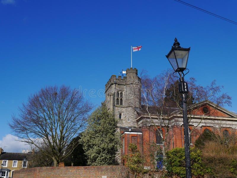 La torre de la iglesia del St Marys en Twickenham mayor Londres Reino Unido foto de archivo libre de regalías