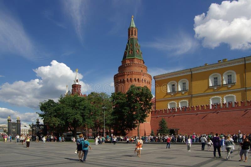 La torre de la esquina del arsenal en Moscú el Kremlin fotografía de archivo