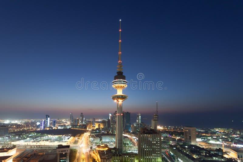 La torre de la liberación en la ciudad de Kuwait imagenes de archivo