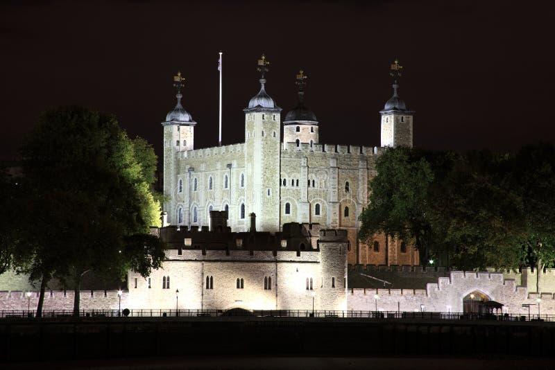 Download La Torre De Londres En La Noche Foto de archivo - Imagen de historia, iluminado: 21704366